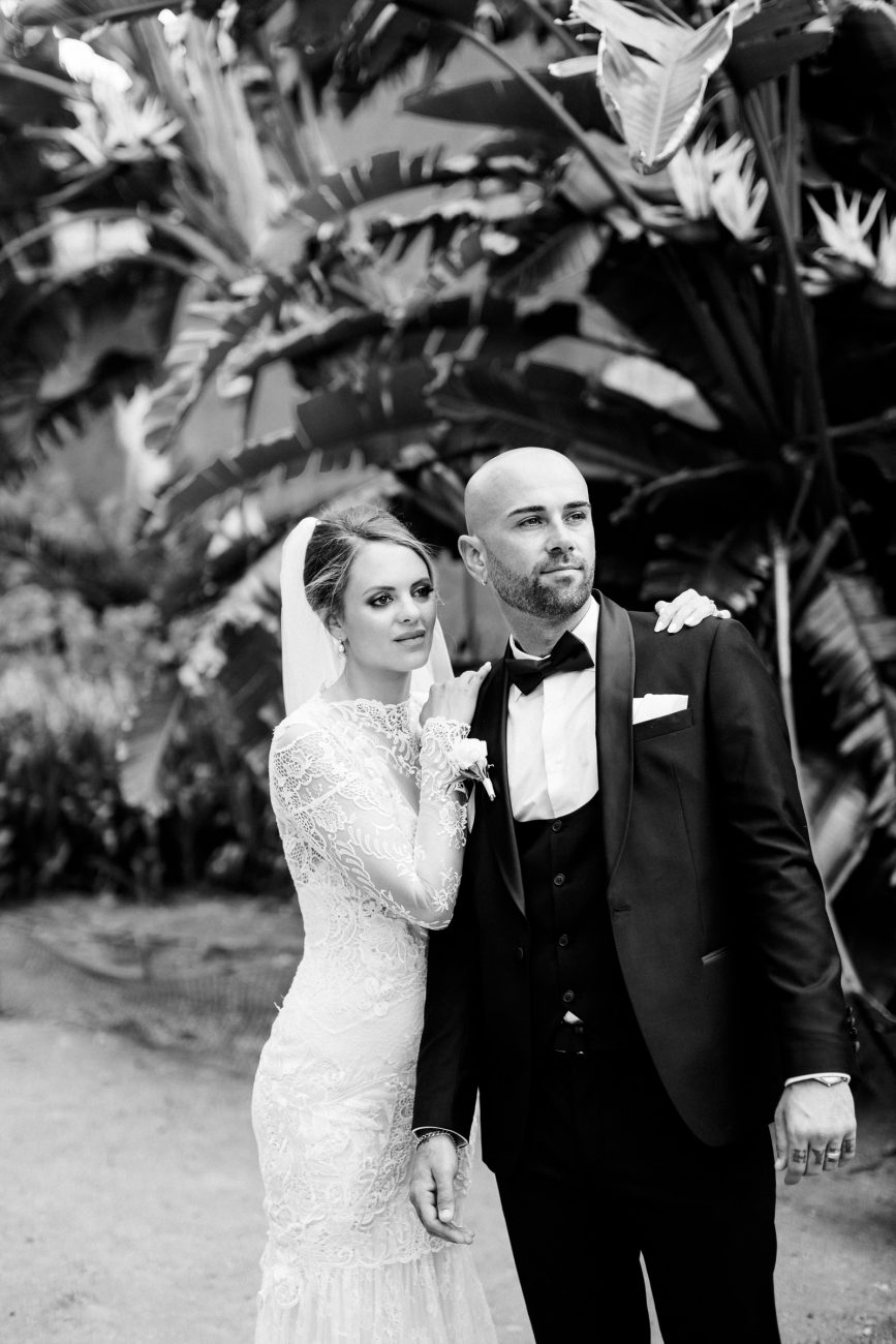 Classic black and white portrait of bride and groom at Palácio Fronteira